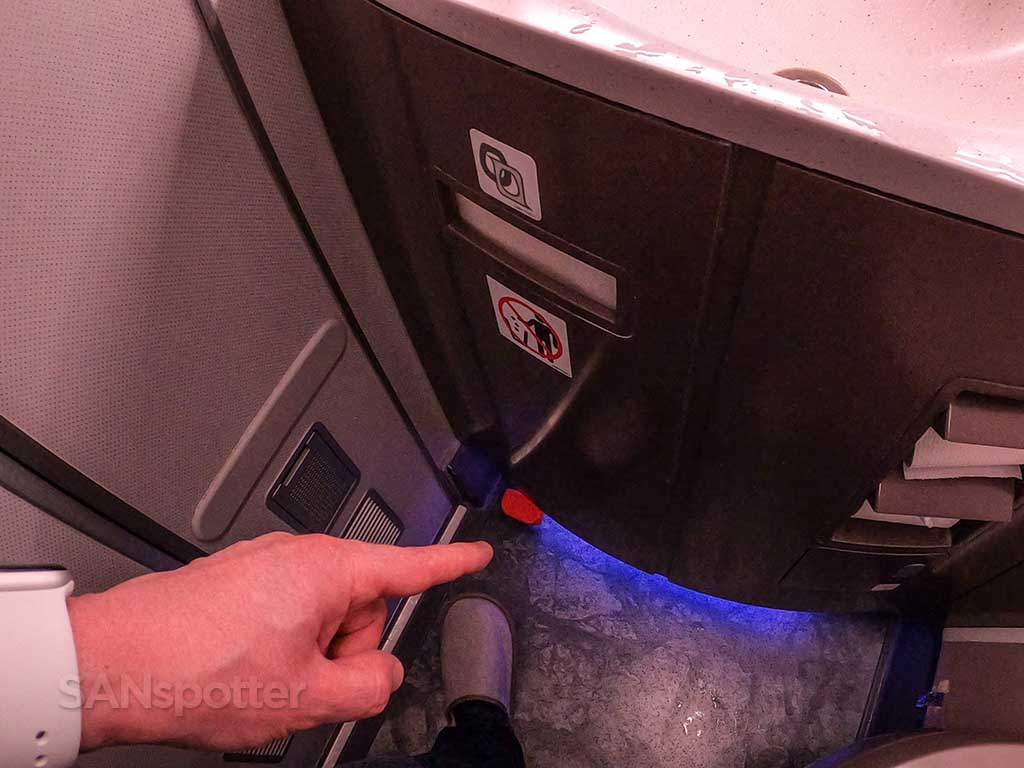 Singapore Airlines A350 Business Class lavatory