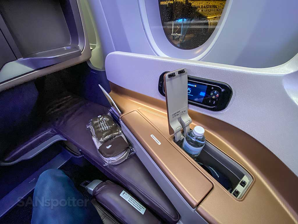 Singapore Airlines A350 Business Class seat storage