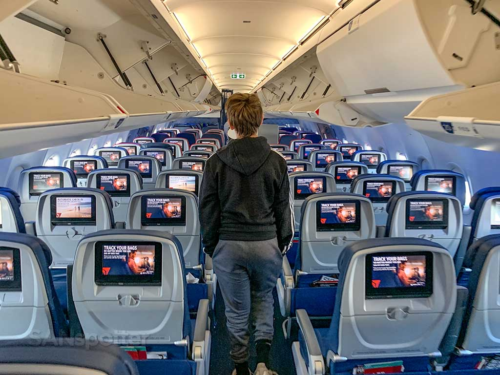 delta air lines personal video screens