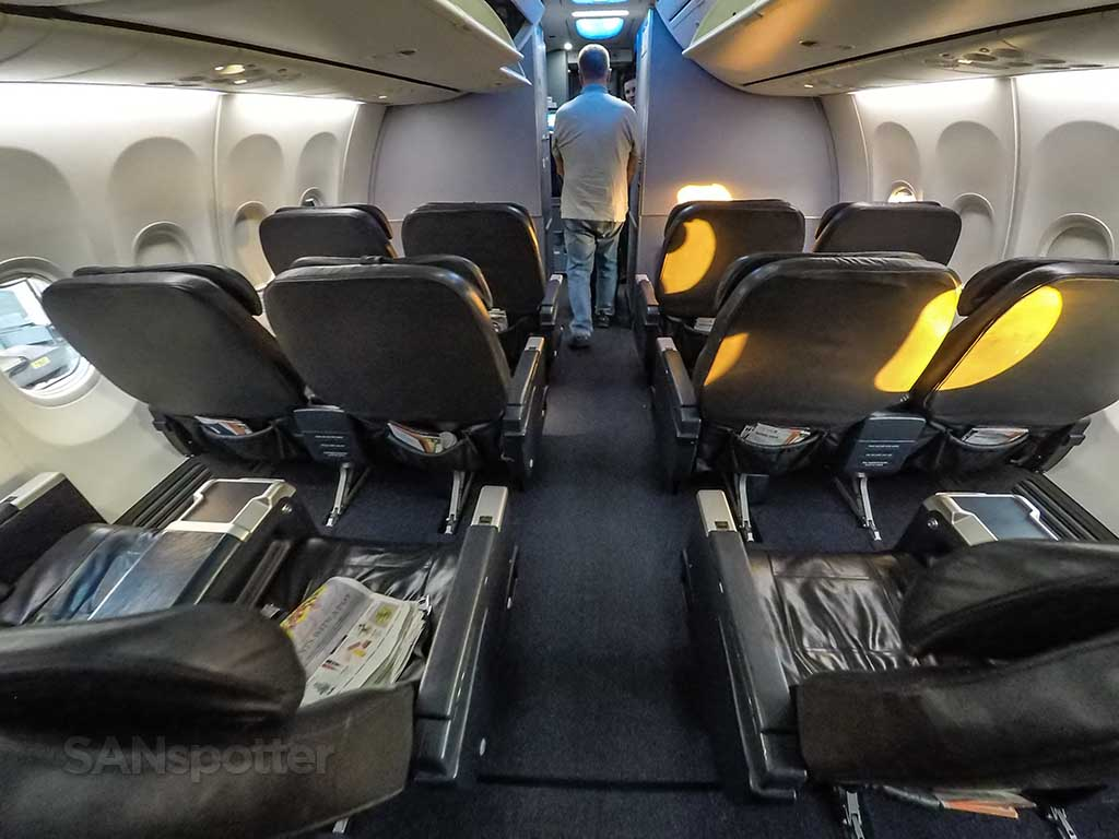 United Airlines 737-900ER first class