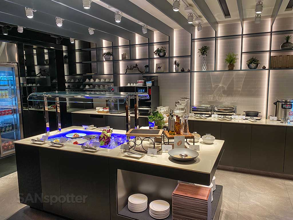 Starlux Airlines Galactic lounge food TPE
