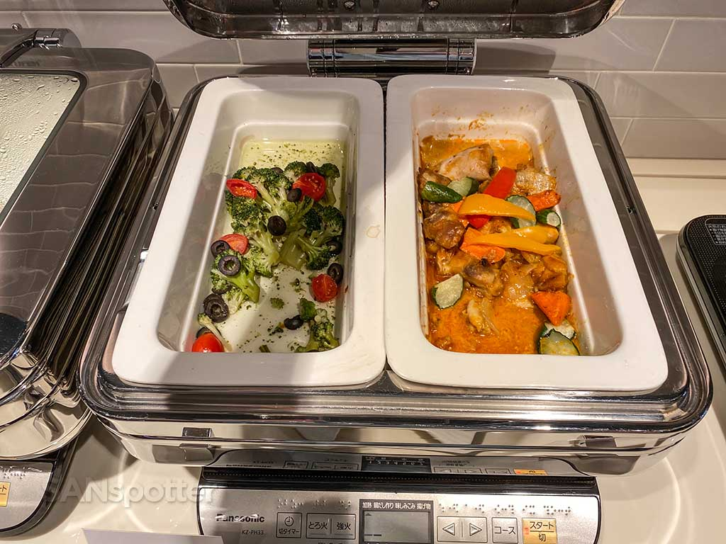Starlux Airlines Galactic lounge hot food TPE
