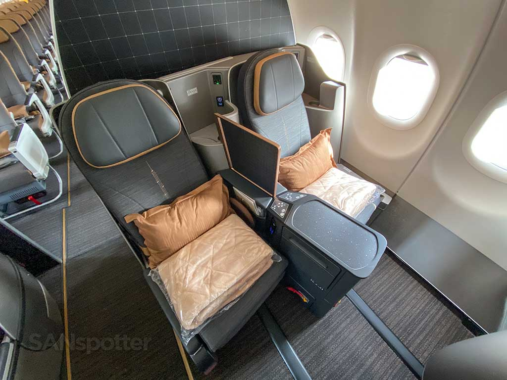 Starlux Airlines business class seats