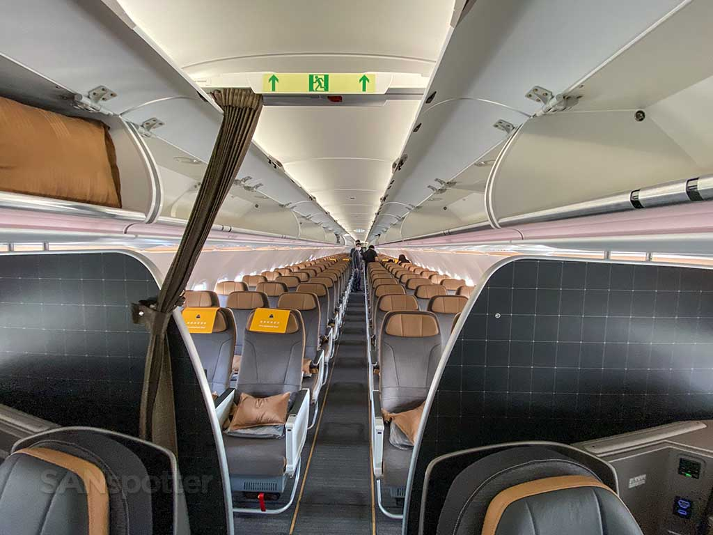 Starlux Airlines A321 economy cabin