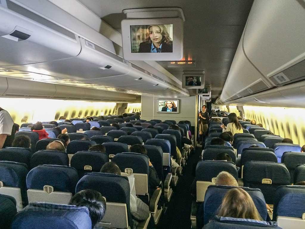 boeing 747 economy cabin