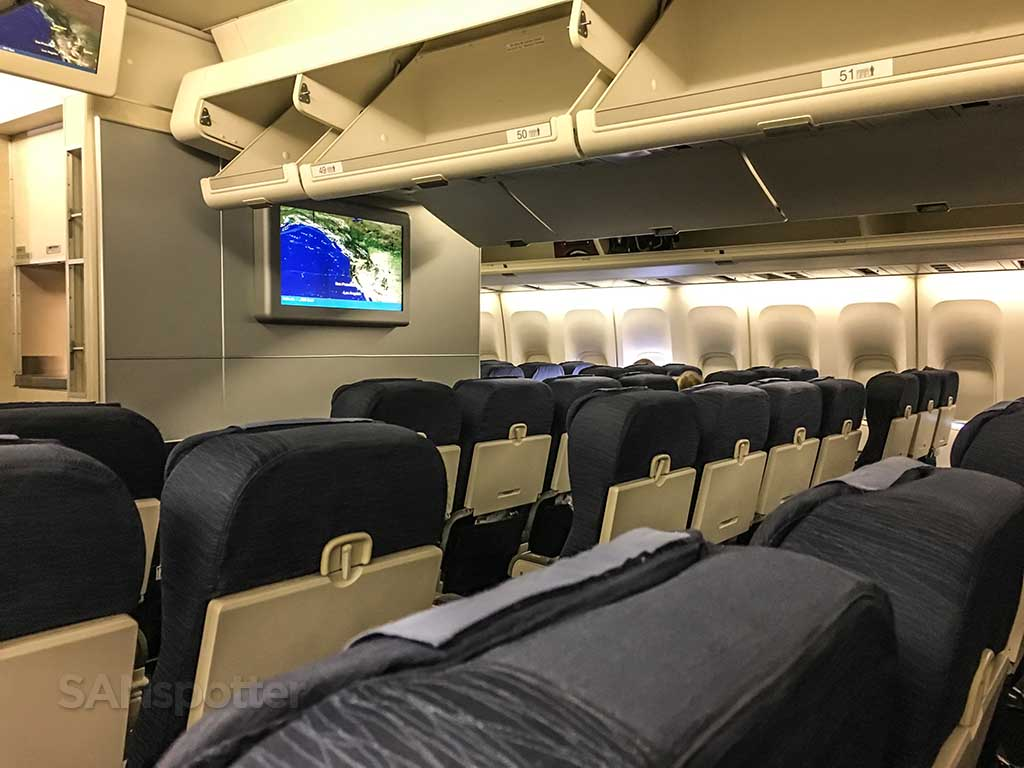united airlines 747-400 economy cabin