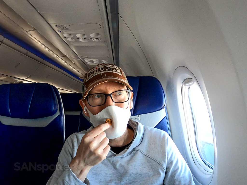 eating on planes during coronavirus