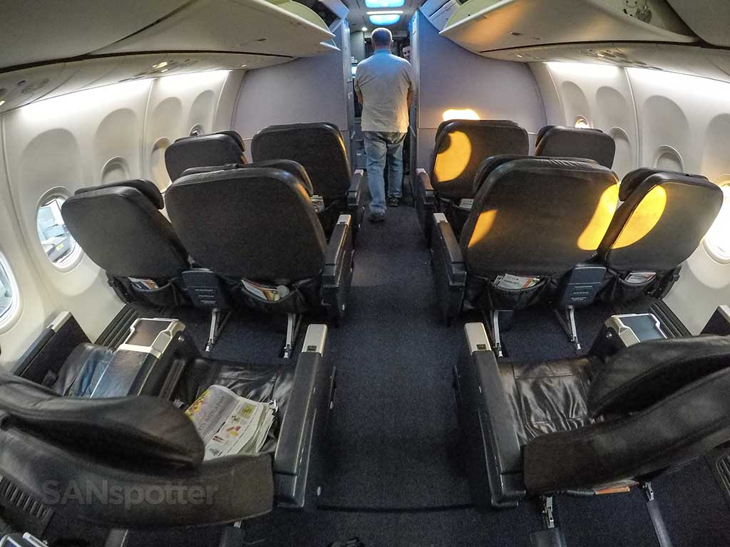 United 737-900 first class seats