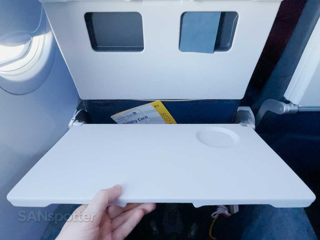 United Airlines 737-9 MAX tray table