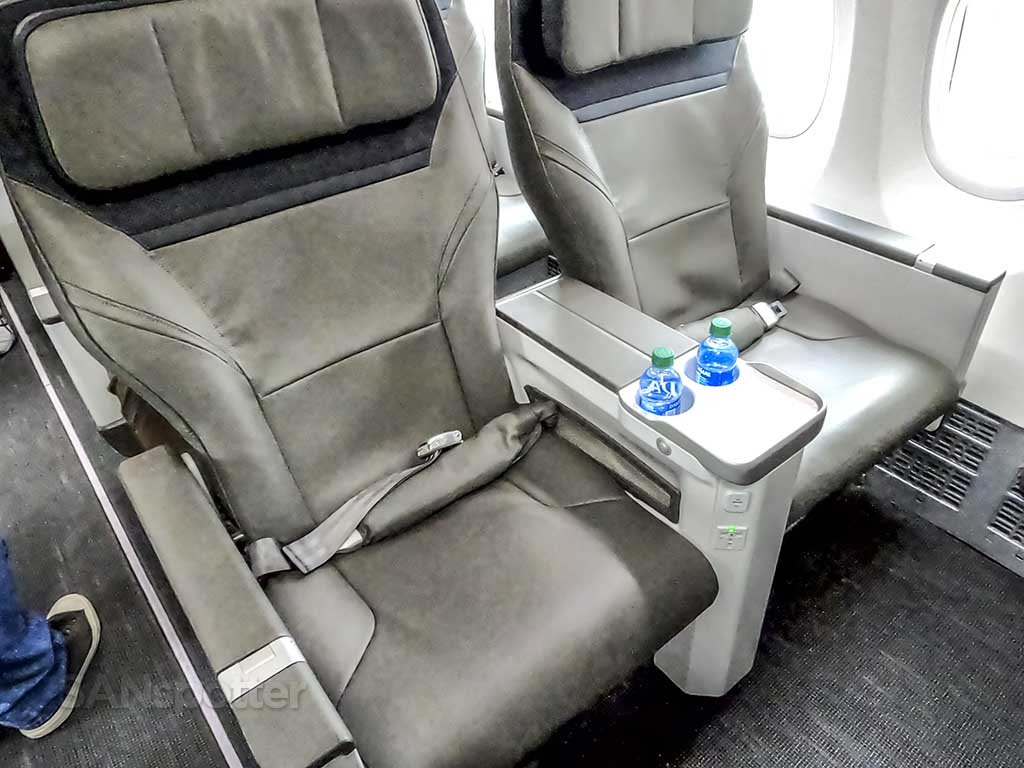 Alaska Airlines 737 MAX first class seats row 1