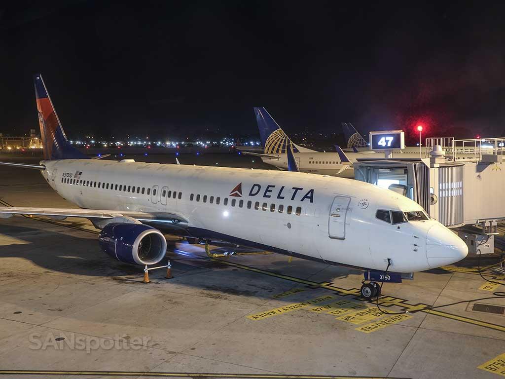 Delta Air Lines 737-800