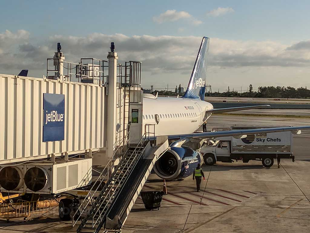 JetBlue A320 parked at FLL