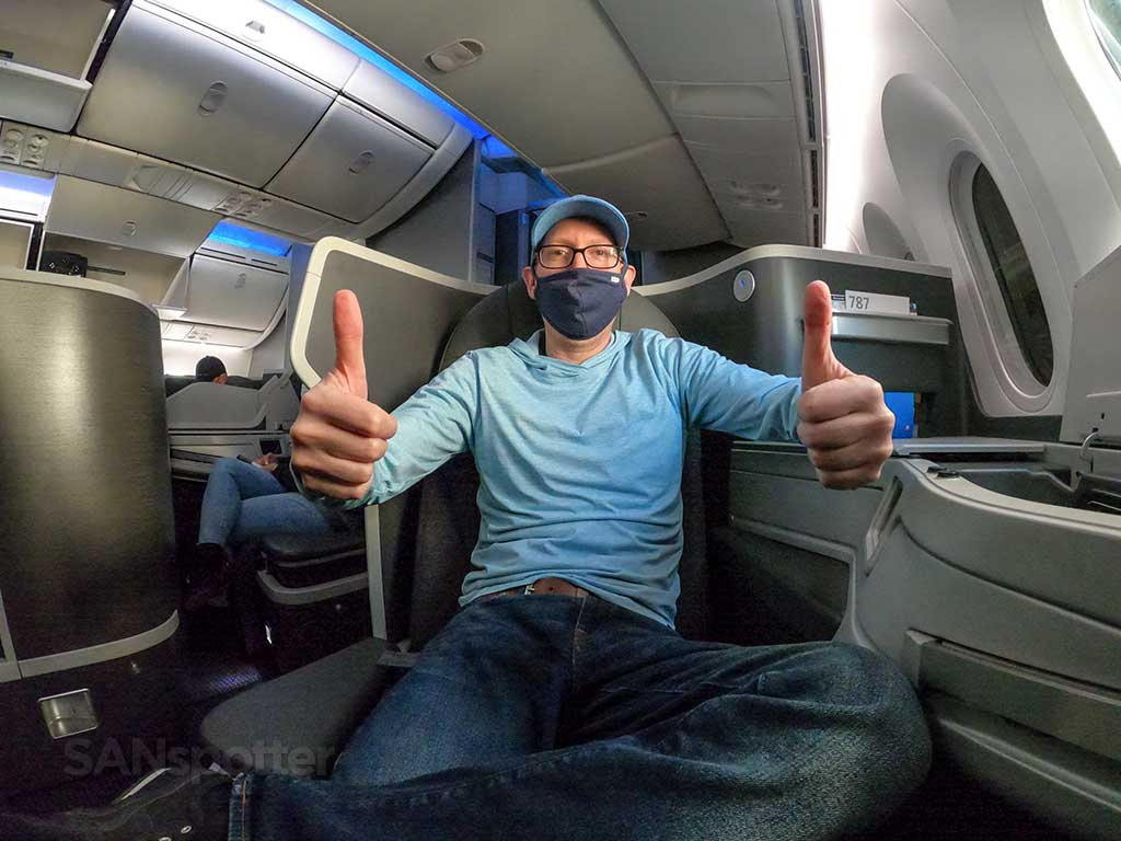 SANspotter thumbs up American Airlines 787-9 business class