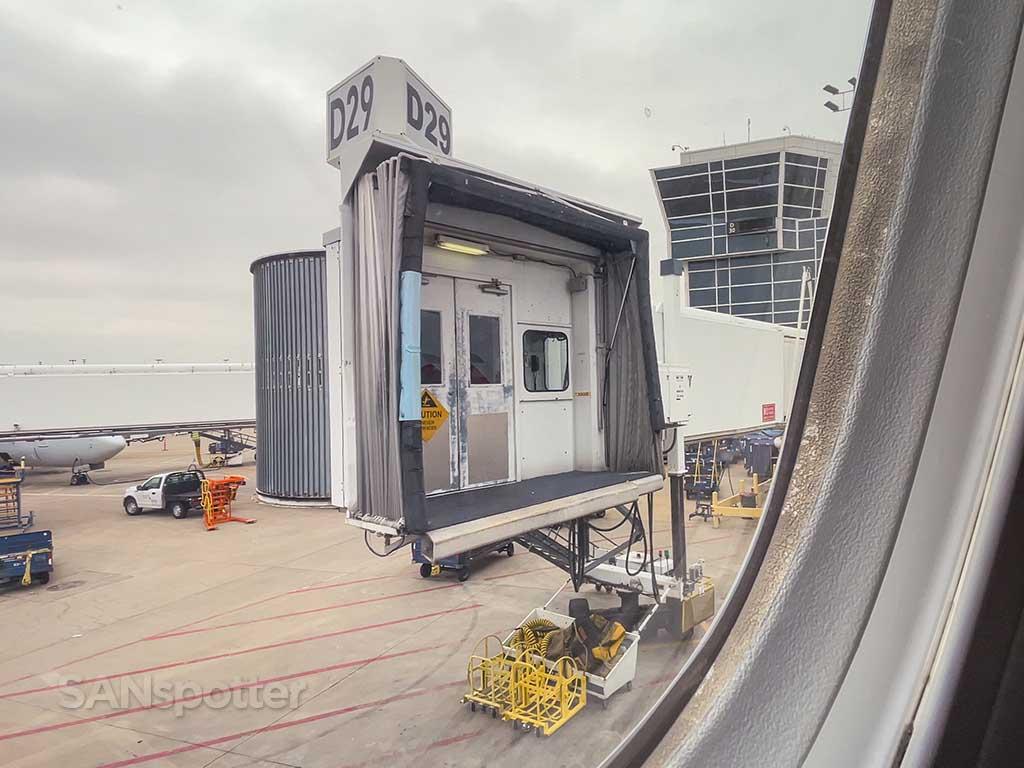 DFW jet bridge