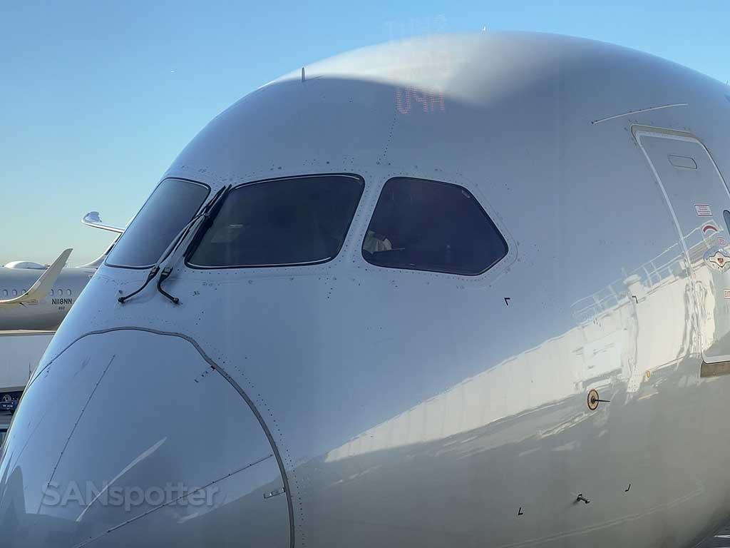 Boeing 787-9 cockpit windows