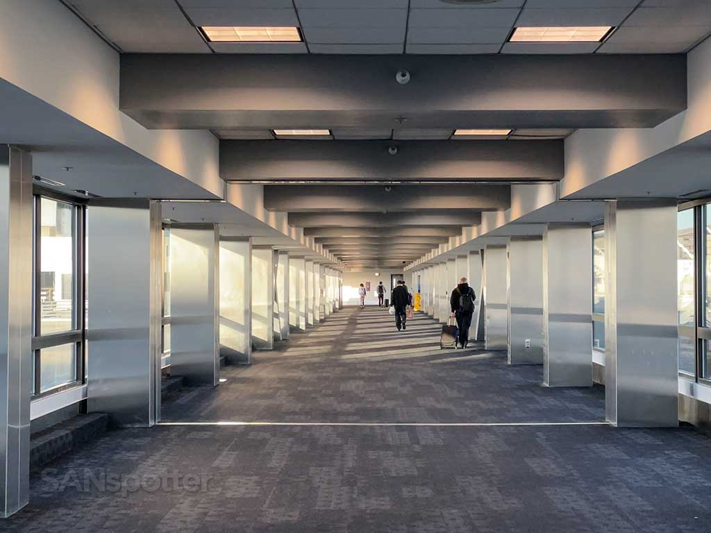 LAX inter terminal walkway