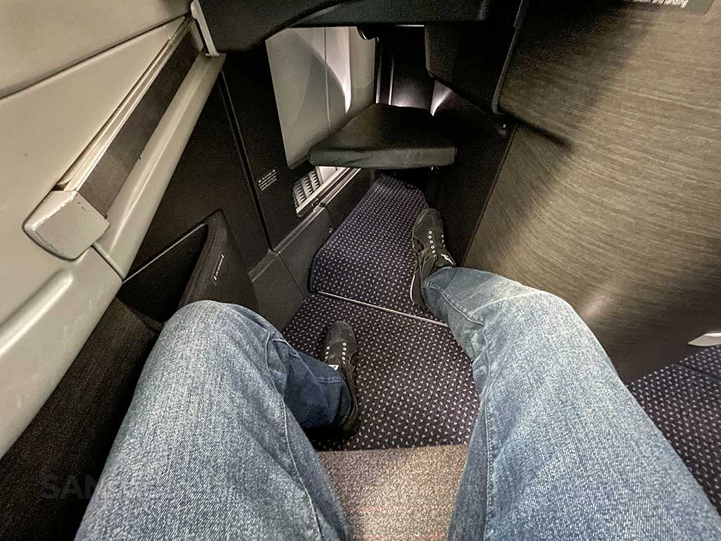 American Airlines 787-9 business class leg room