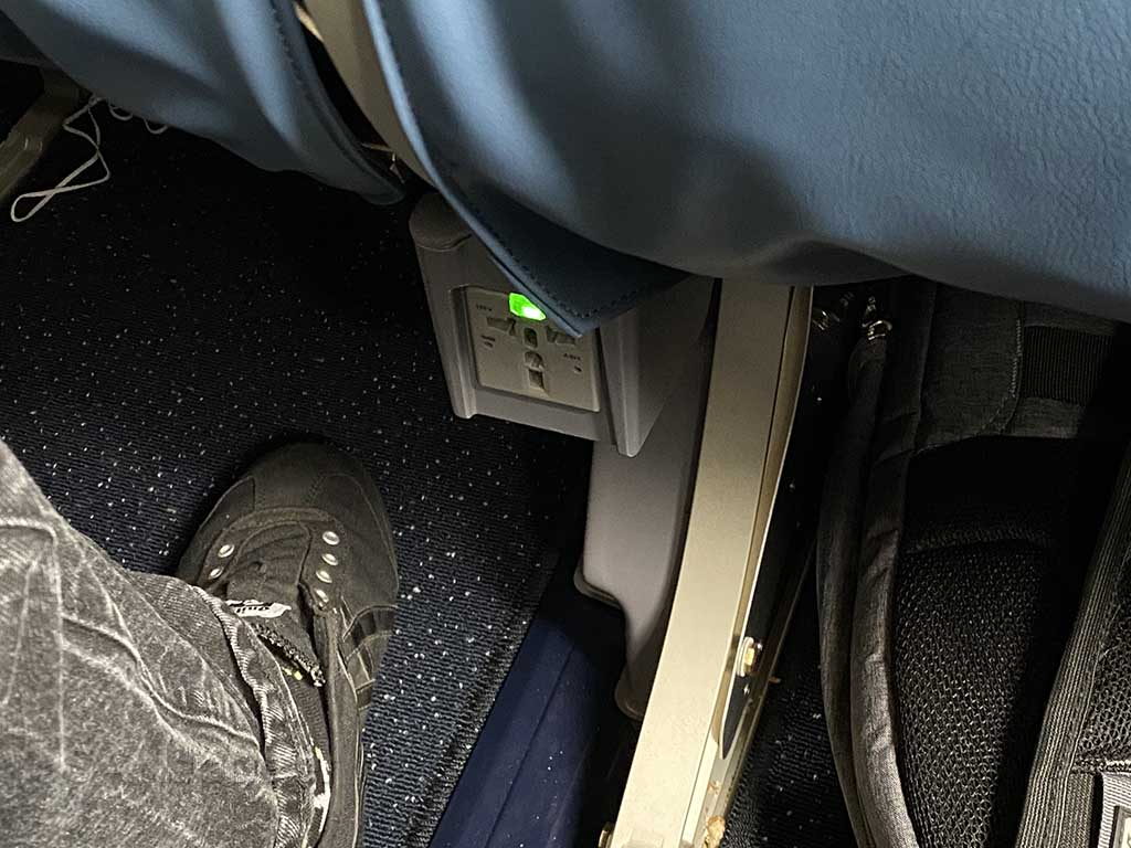 Delta A220 electrical outlets