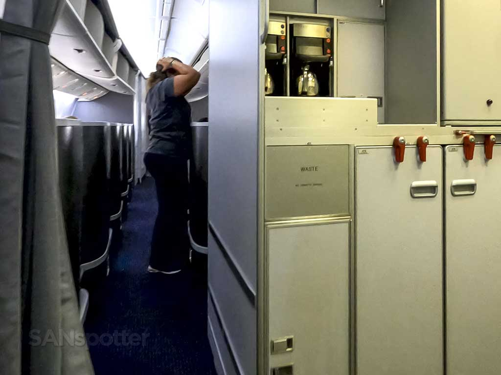 777-200 mid cabin galley