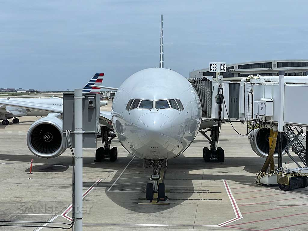 AA 777-200 Dallas Fort Worth airport