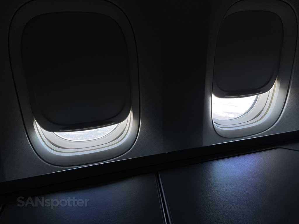 Boeing 777-200 window shades