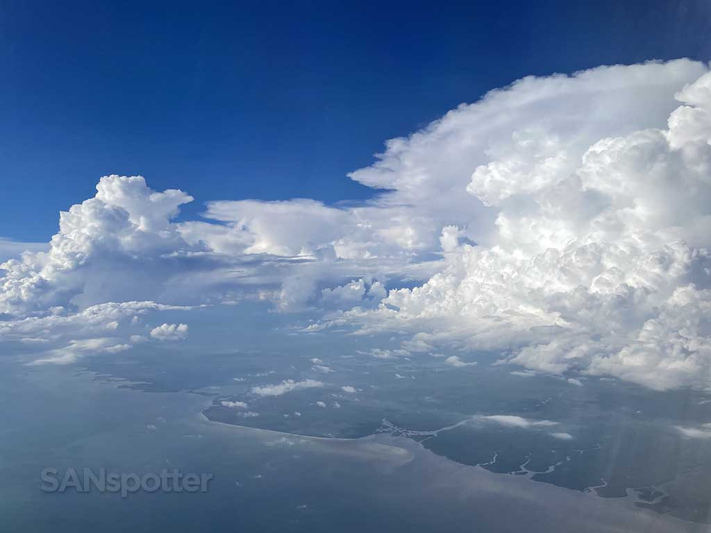 Flying around thunderstorms