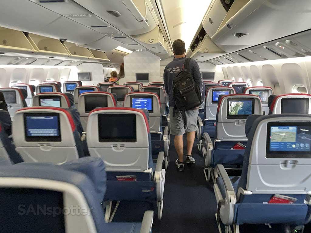 Delta 767-400 new interior