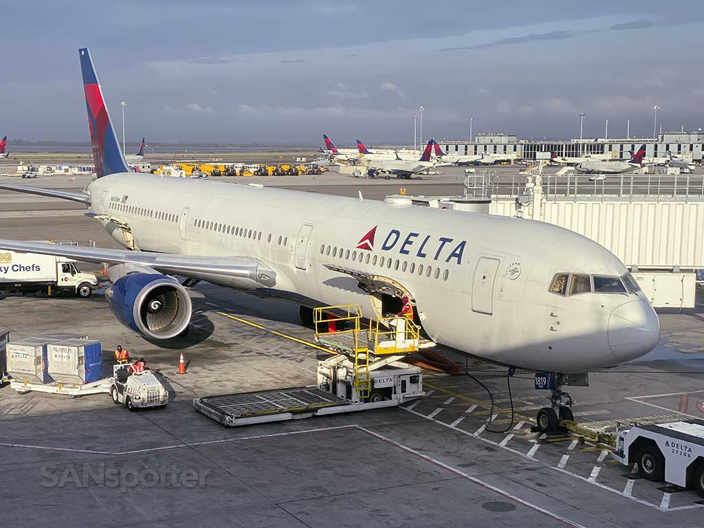 Delta 767-400 N843MH