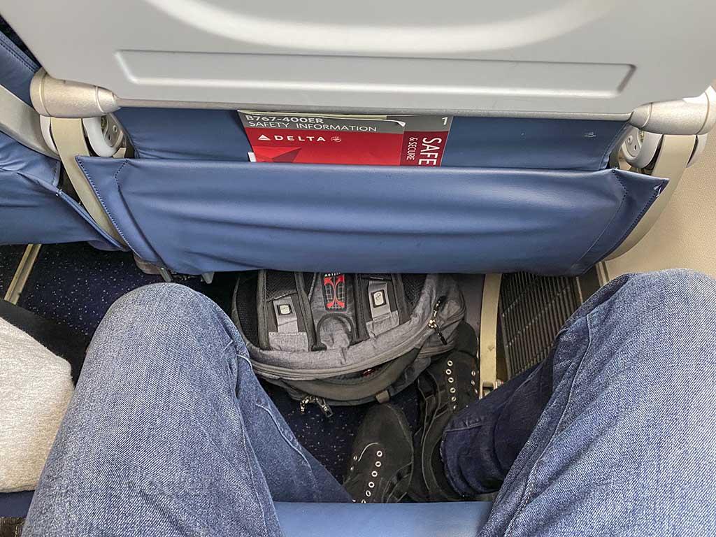 Delta 767-400 leg room
