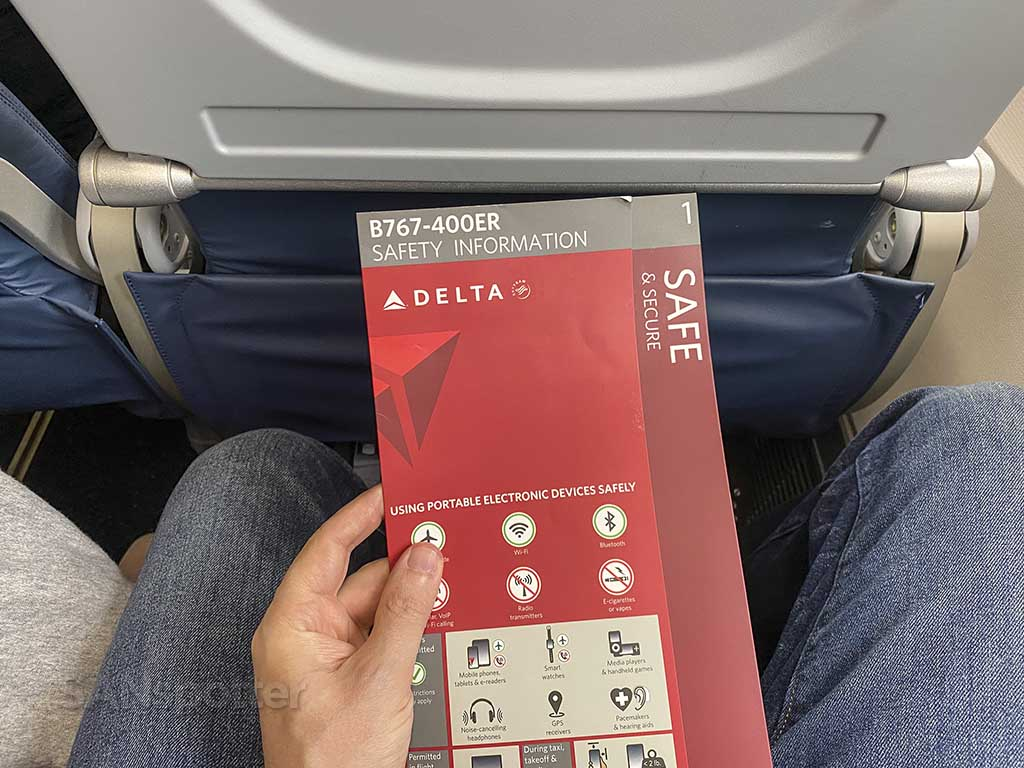 Delta 767-400ER safety card 2021