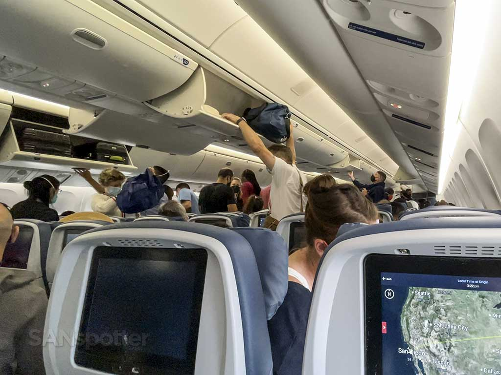 Delta 767-400 center overhead bins