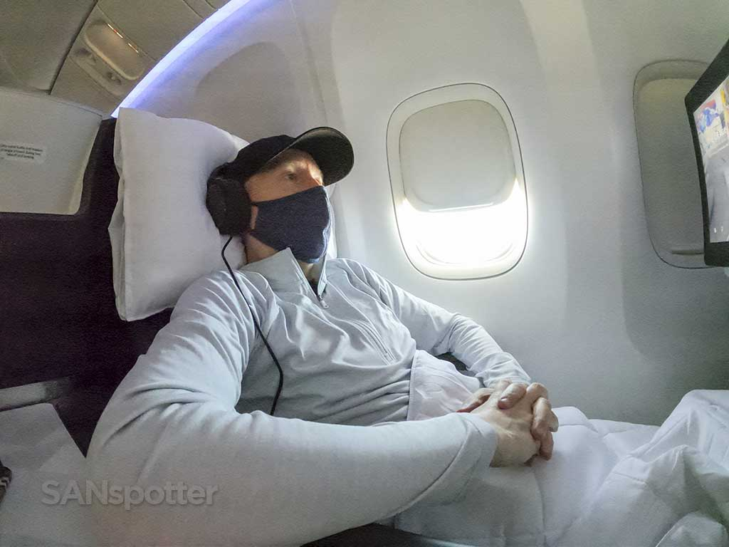 Delta one seat lounge position