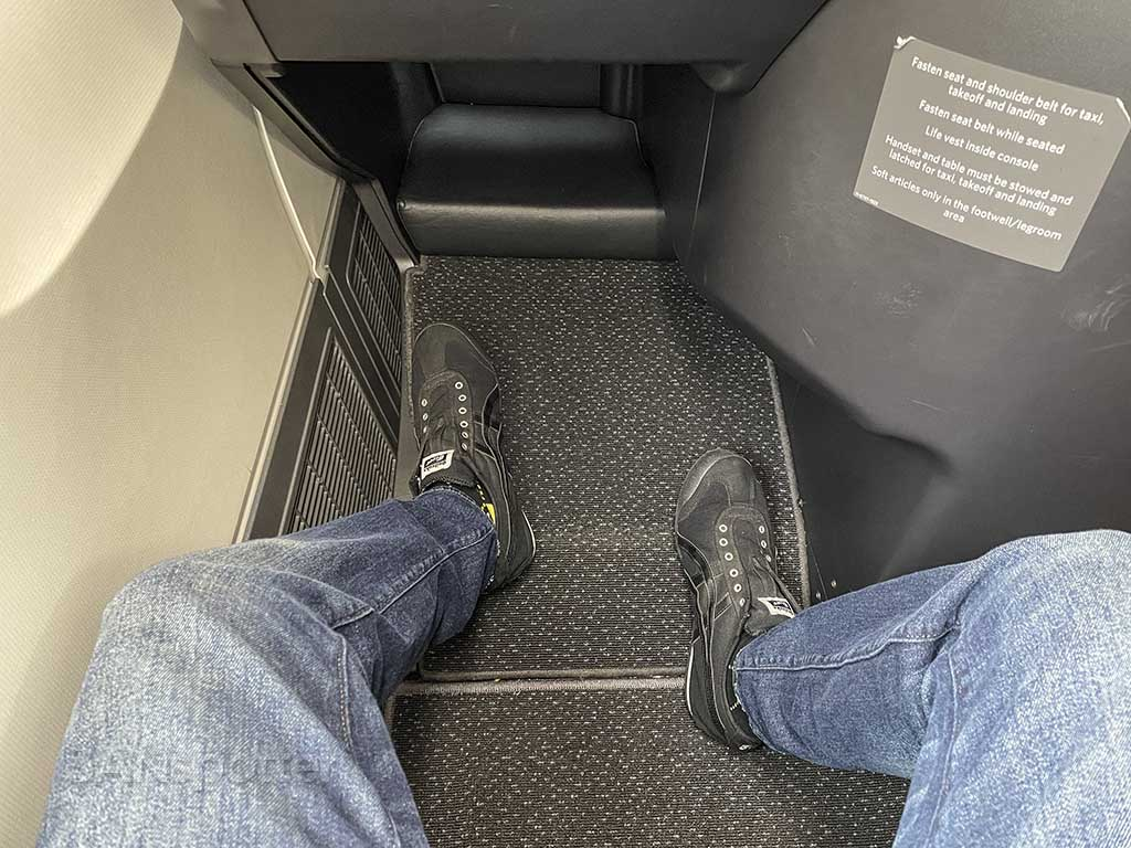 Delta one 767-400 leg room