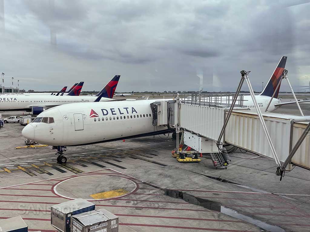 Delta 767-400 N840MH JFK airport