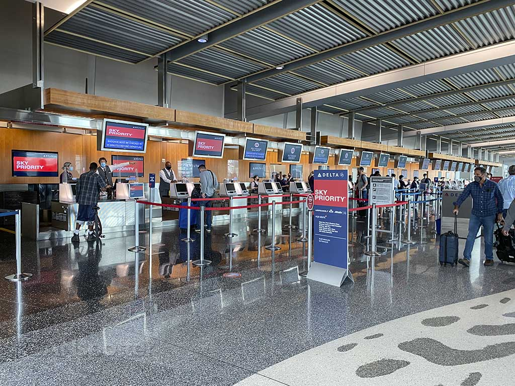 Delta check in area terminal 2 SAN