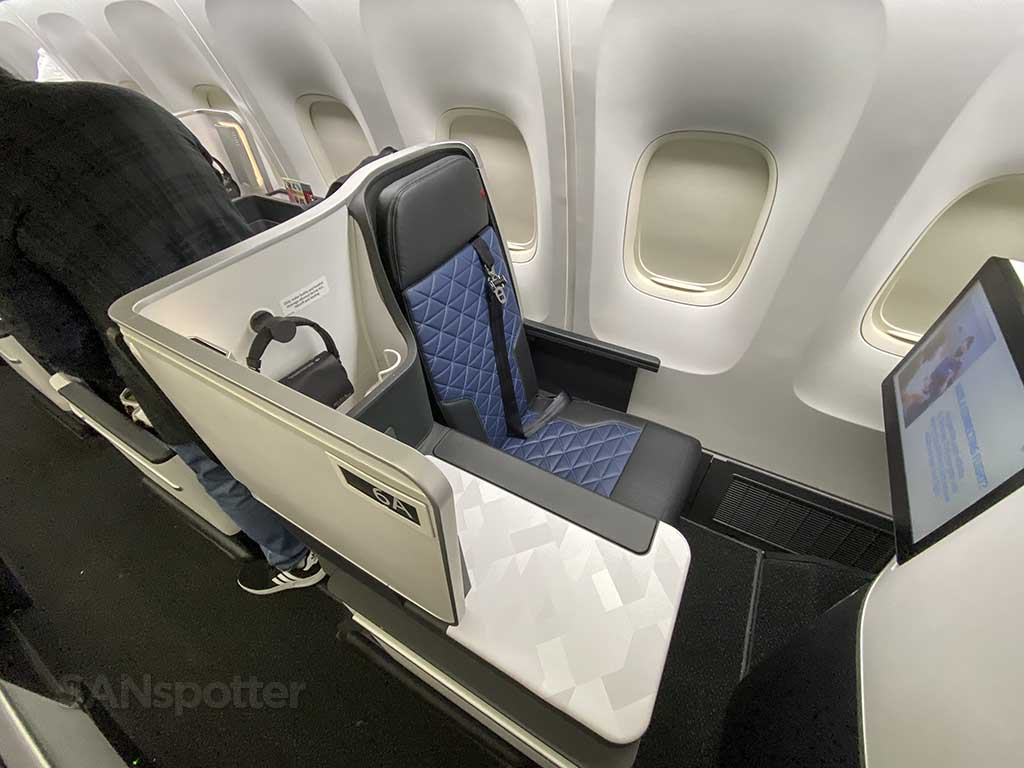 Delta one seat 767-400