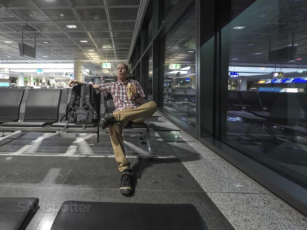 SANspotter eating at Frankfurt Airport