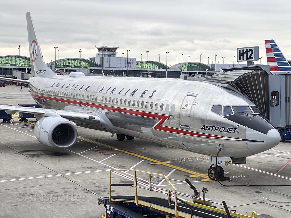 Americans Airlines 737-800 Astro jet