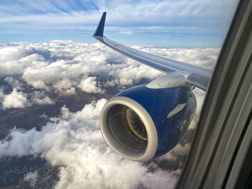 Delta Air Lines 737-800 engine and wing