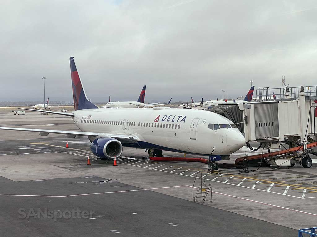 Delta 737-800 jfk airport