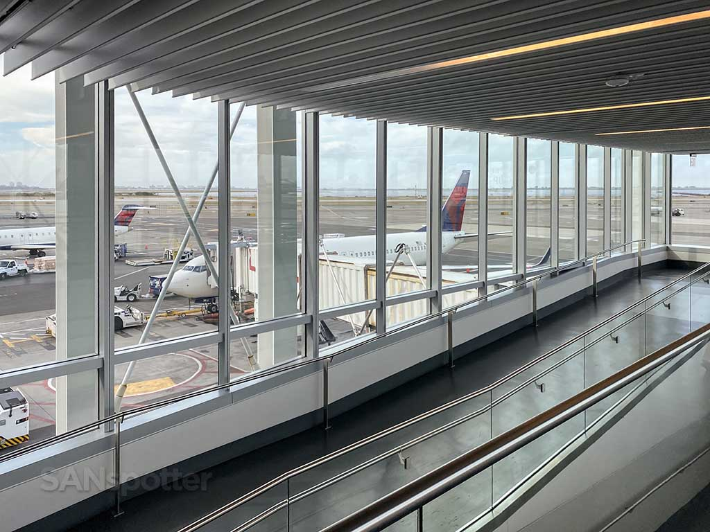 JFK glass jet bridge delta air lines