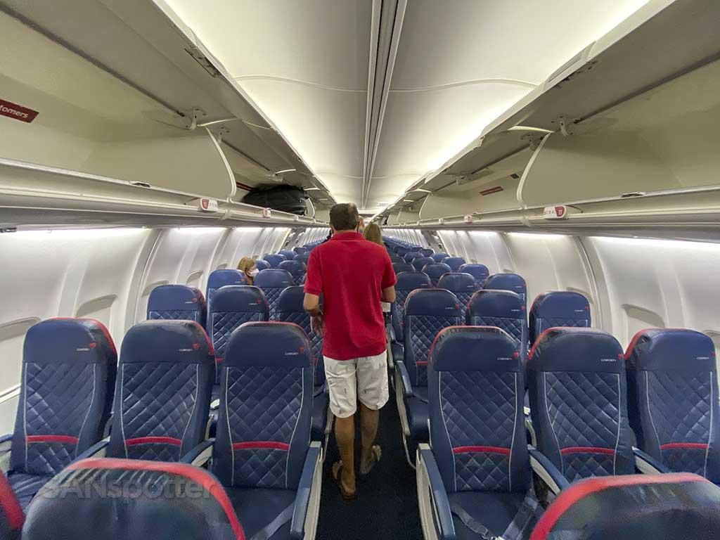 Delta 737-800 main cabin