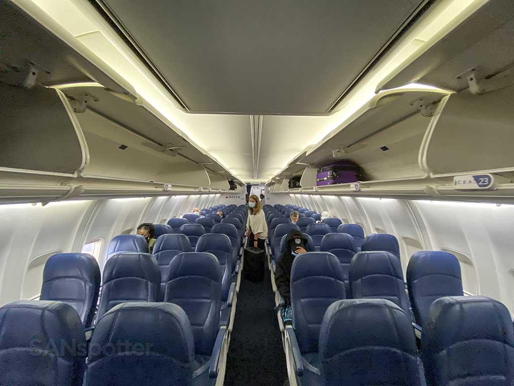 Delta 737-800 economy class interior