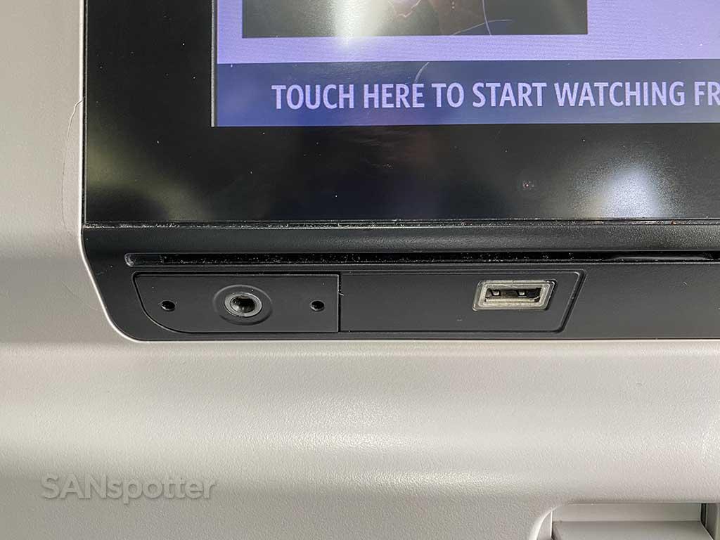 Delta 737-800 economy USB port and headphone jack