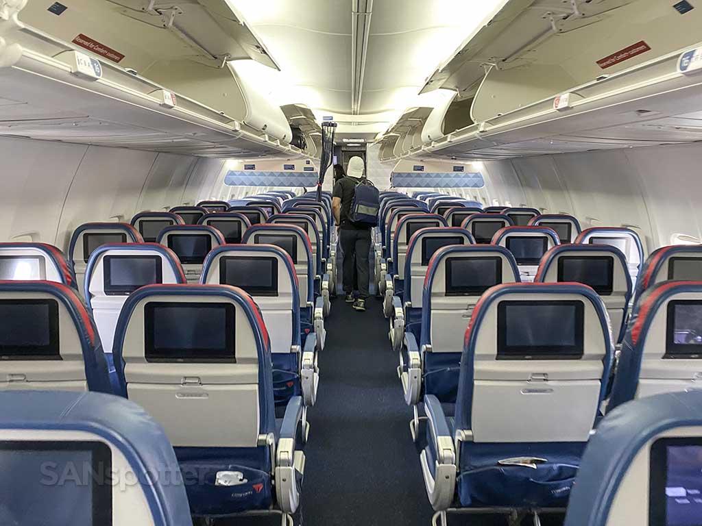 Delta 737-800 full cabin