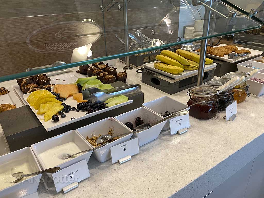 Delta Sky Club San Diego airport breakfast options