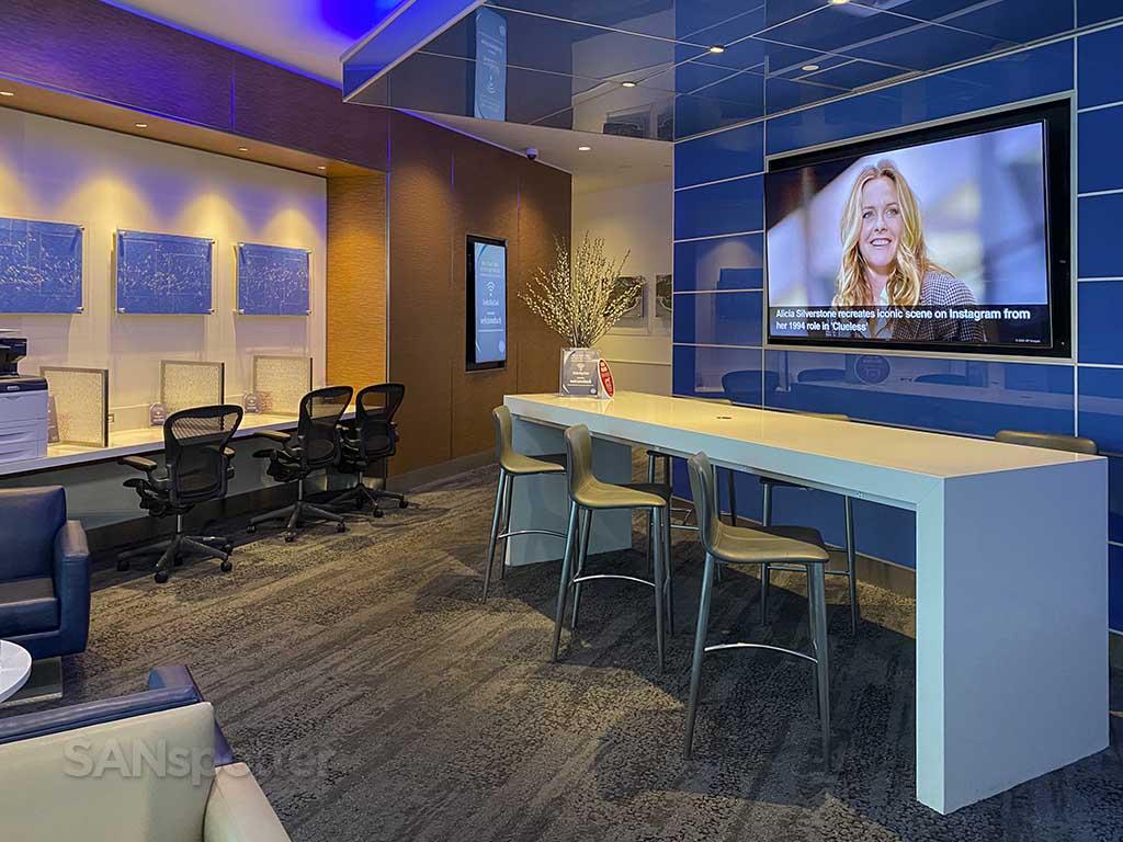 delta Sky Club business center SAN