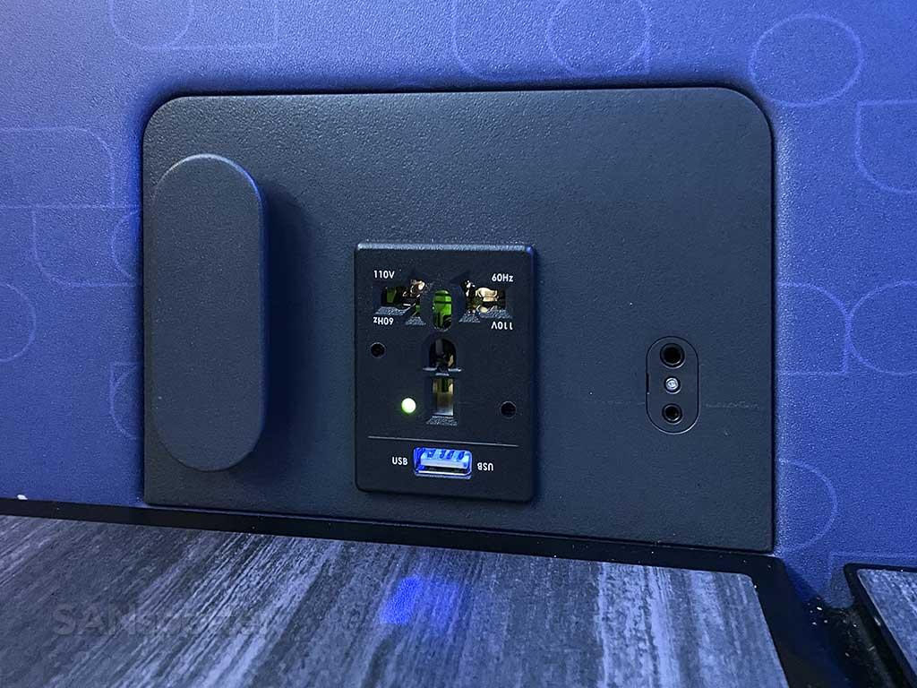 Jetblue mint suites power outlets
