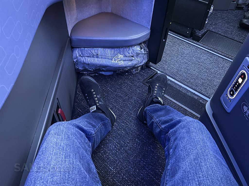 Jetblue mint suites leg room