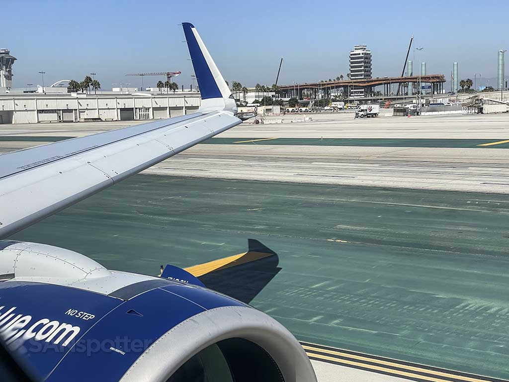 Jetblue A321neo taxiing for departing at LAX